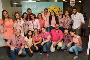 Colaboradores da Zetra vieram de rosa para em prol do combate ao câncer de mama